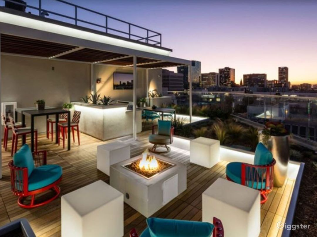 Rooftop with sitting area Photo 1