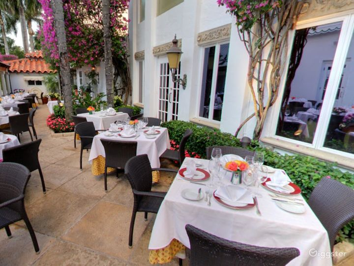 Rustic Outdoor Dining Space in Palm Beach Photo 4