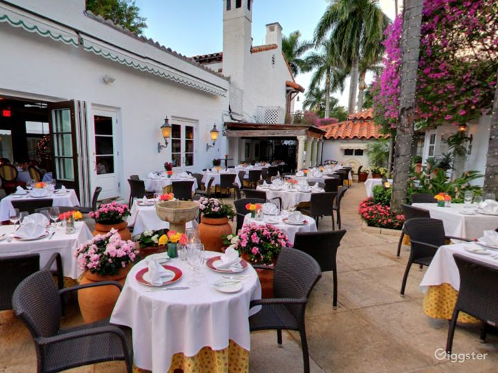Rustic Outdoor Dining Space in Palm Beach Photo 5