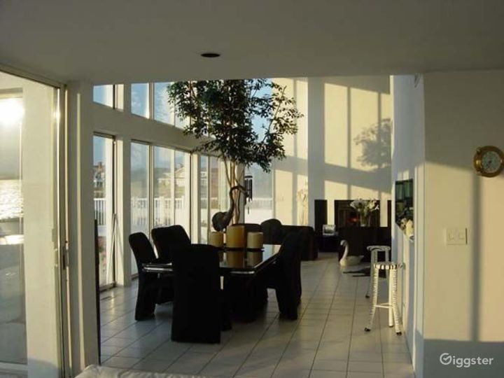Large modern waterfront home: Location 3027 Photo 4