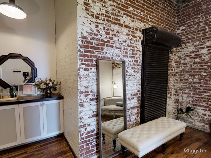 A Small Room for Photoshoots in Memphis Photo 5