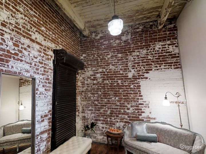 A Small Room for Photoshoots in Memphis Photo 3
