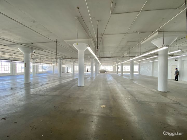 Downtown Warehouse with DTLA Skyline View Photo 5
