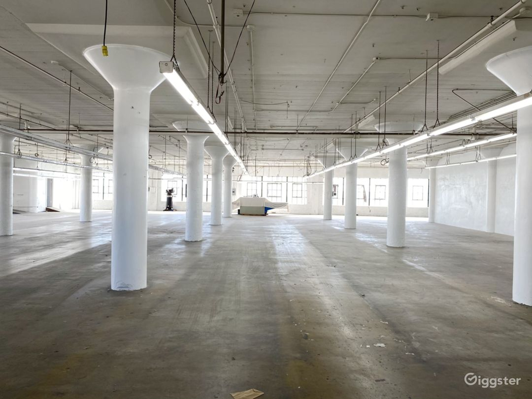 Downtown Warehouse with DTLA Skyline View Photo 1