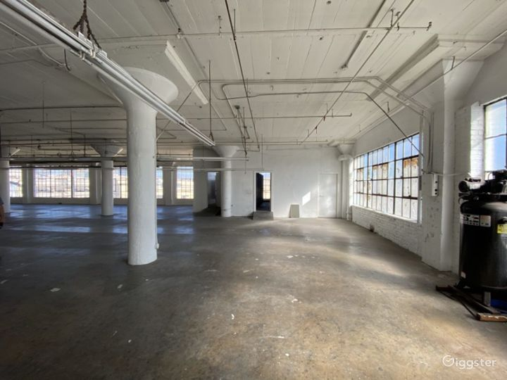 Downtown Warehouse with DTLA Skyline View Photo 4