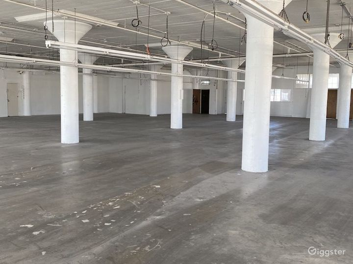 Downtown Warehouse with DTLA Skyline View Photo 2