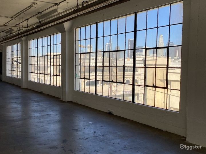Downtown Warehouse with DTLA Skyline View Photo 3