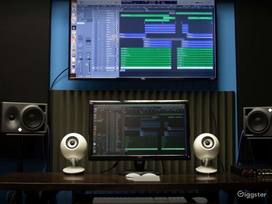 Contemporary Recording Studio in Fort Lee Photo 1