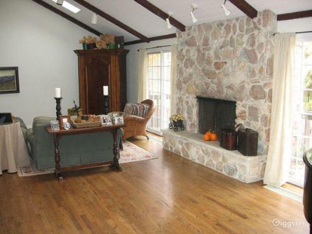 Nondescript suburban home: Location 3318 Photo 1