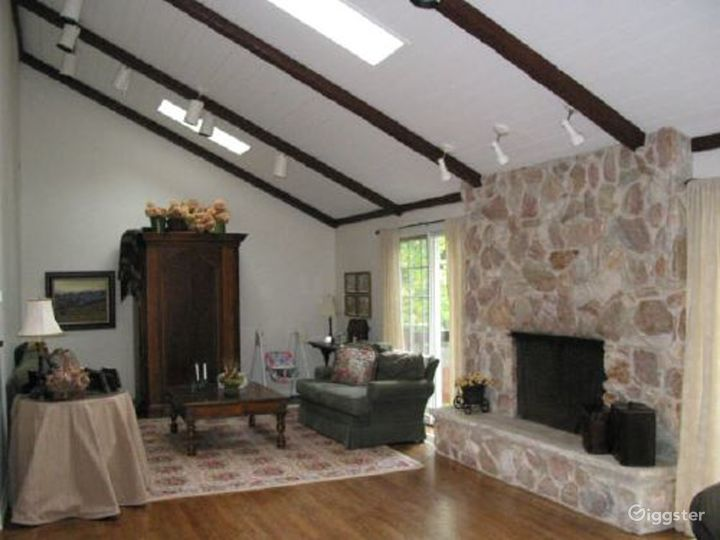 Nondescript suburban home: Location 3318 Photo 2