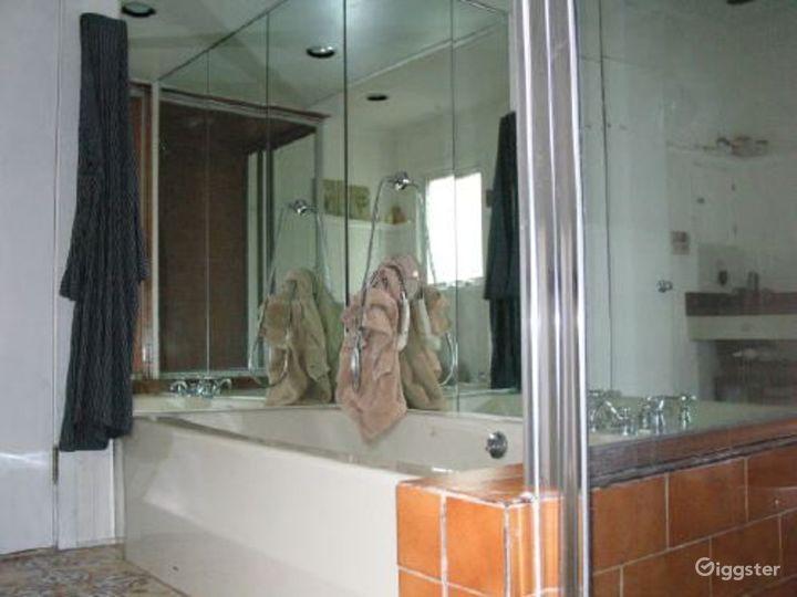 Nondescript suburban home: Location 3318 Photo 5