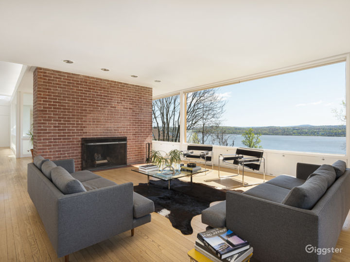 Expansive Modern Architecture with Panoramic Views Photo 2