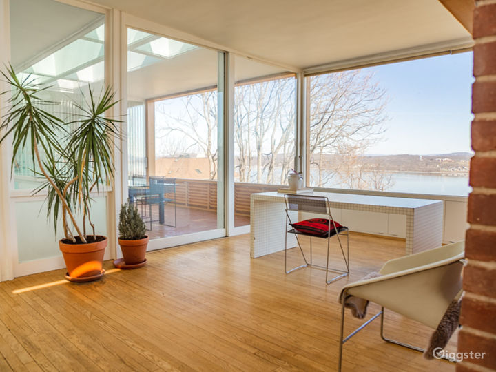 Expansive Modern Architecture with Panoramic Views Photo 4
