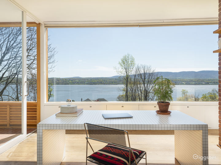 Expansive Modern Architecture with Panoramic Views Photo 3