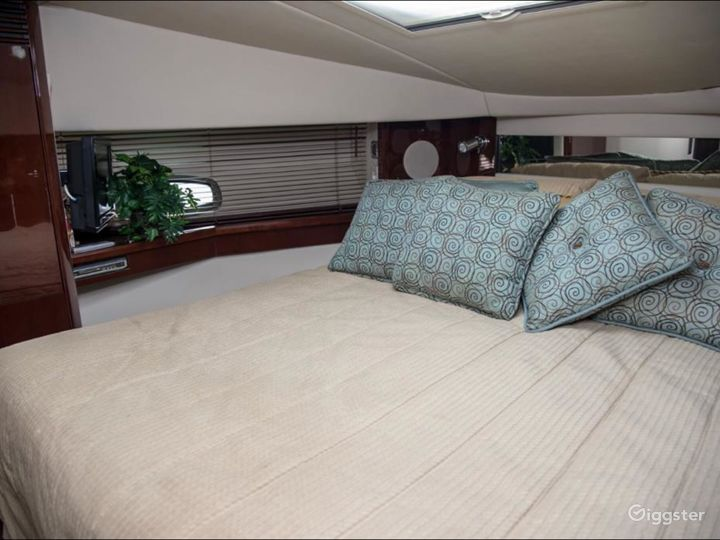 Spectacular 44FT SEA RAY Party Yacht Space Events Photo 4