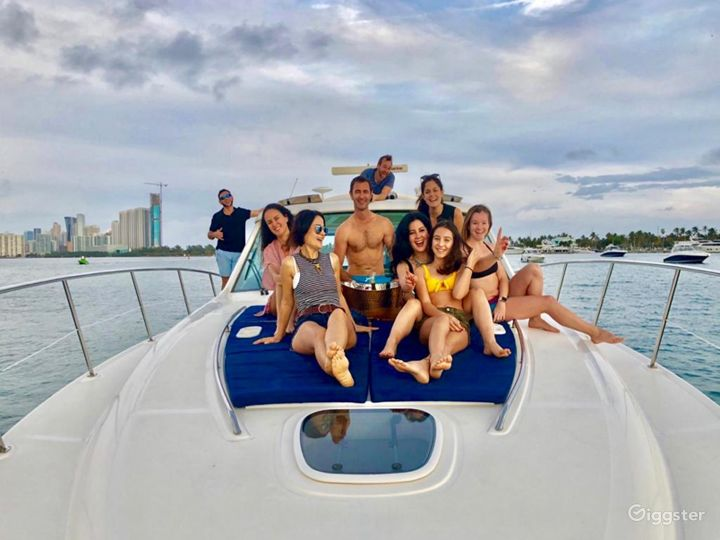 Spectacular 44FT SEA RAY Party Yacht Space Events Photo 2