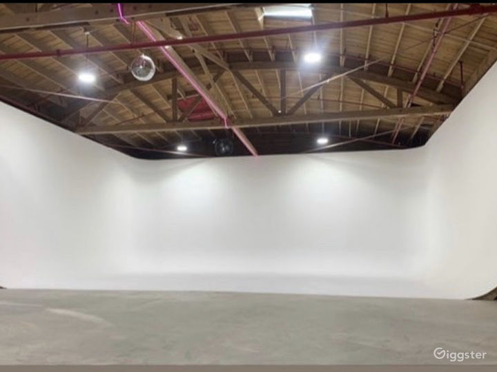 Stage Kitchen... 3 Wall Cyclorama & much more!! Photo 2