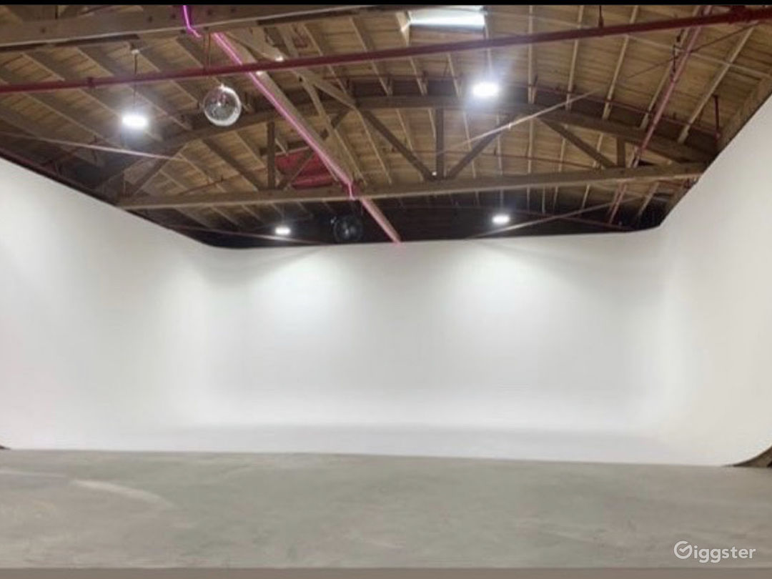 3 wall Cyclorama 30 x 30 x 30 & much more! Photo 1