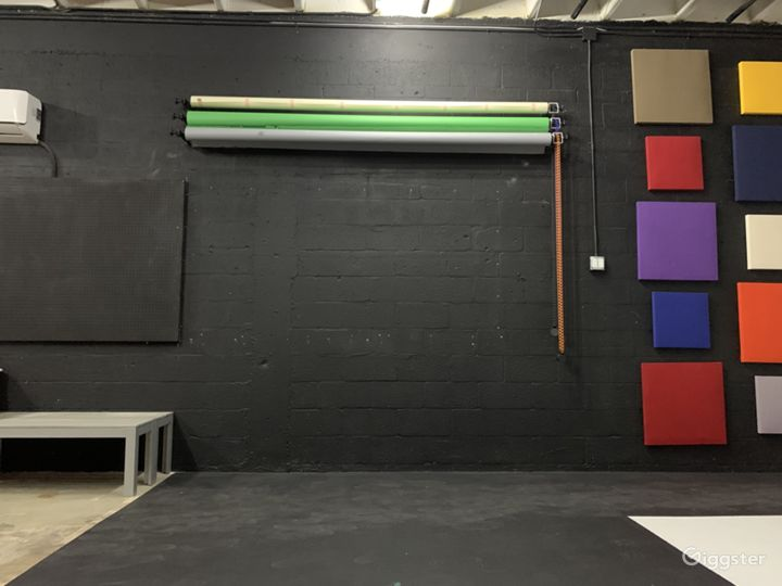 Large Private Studio with Cyclorama Wall Photo 4