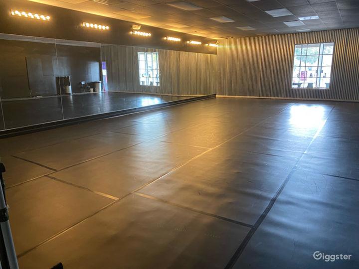 1200 sq. ft. Black Velvet Dance studio in Charleston Photo 2