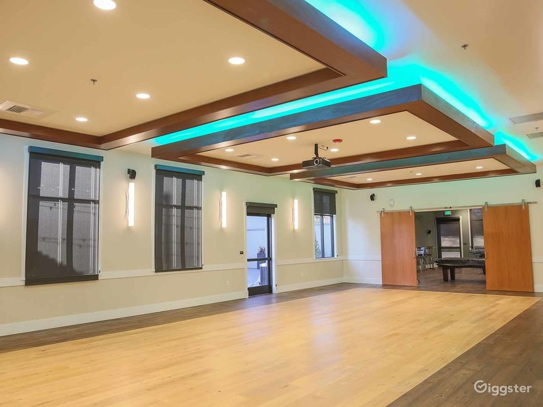 Perfect Large Conference Room with 12′ Ceilings in Fresno Photo 1