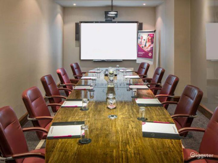 Executive Boardroom for up to 18 guests in Blackfriars, London Photo 3