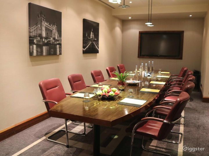 Executive Boardroom for up to 18 guests in Blackfriars, London Photo 2