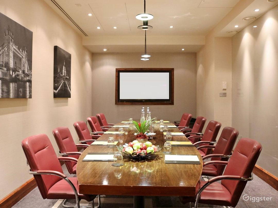 Executive Boardroom for up to 18 guests in Blackfriars, London Photo 1