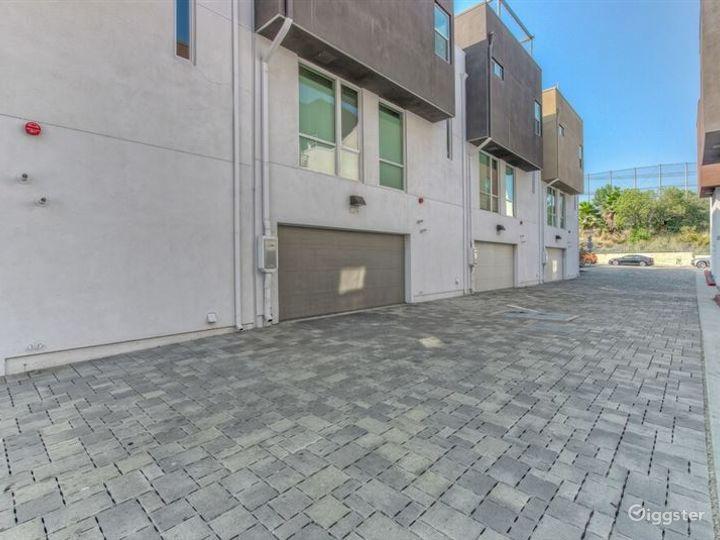 Lavish House in LA Photo 2