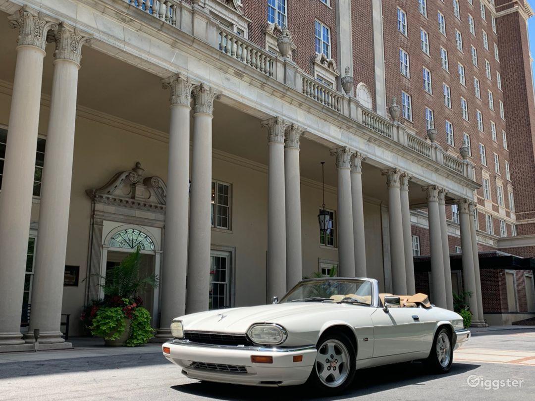 Classic Jaguar  Photo 2