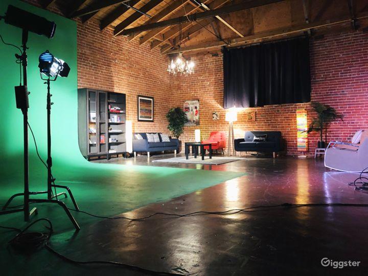 Multi-set studio Green Screen, black, white, brick