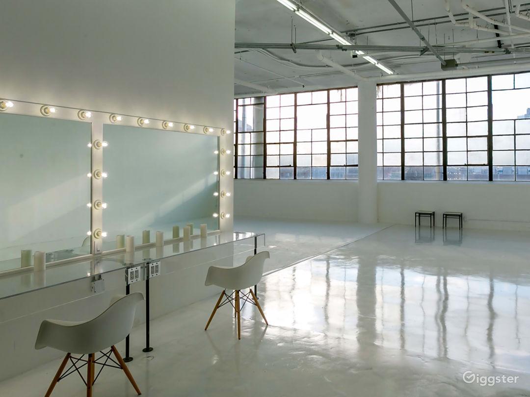Stylish Light-filled photo studio with EQ Photo 1