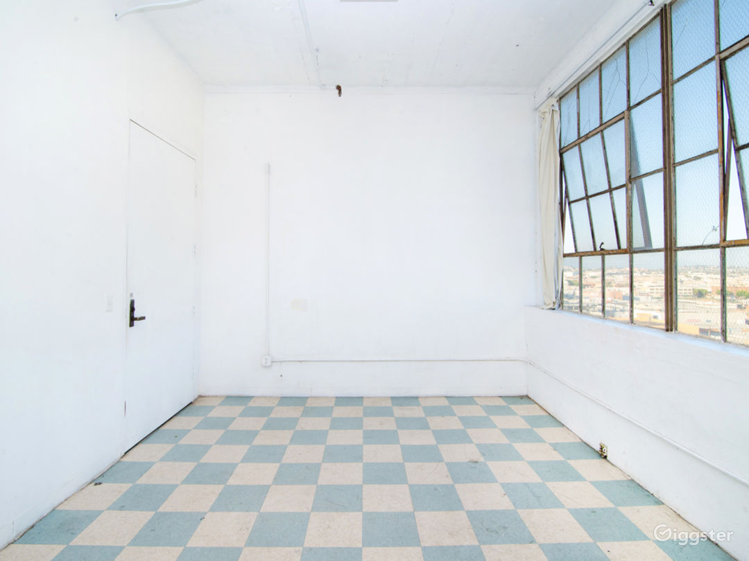 High Floor Studio, Lots of Light Photo 2