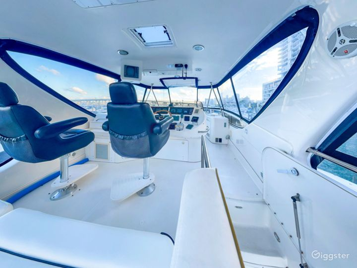 Outstanding 60FT SEA RAY FLIGHT BRIDGE Party Yacht Space Events Photo 5