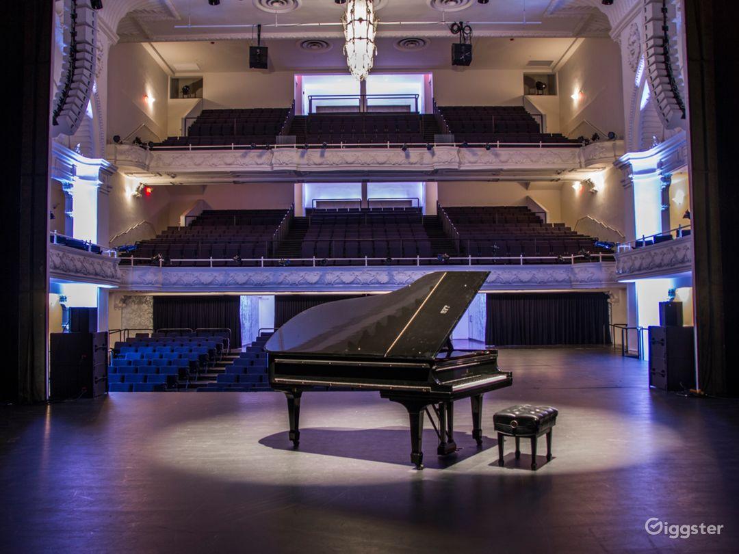 A Historic Theatre With a Pioneering Design & Sound Photo 1