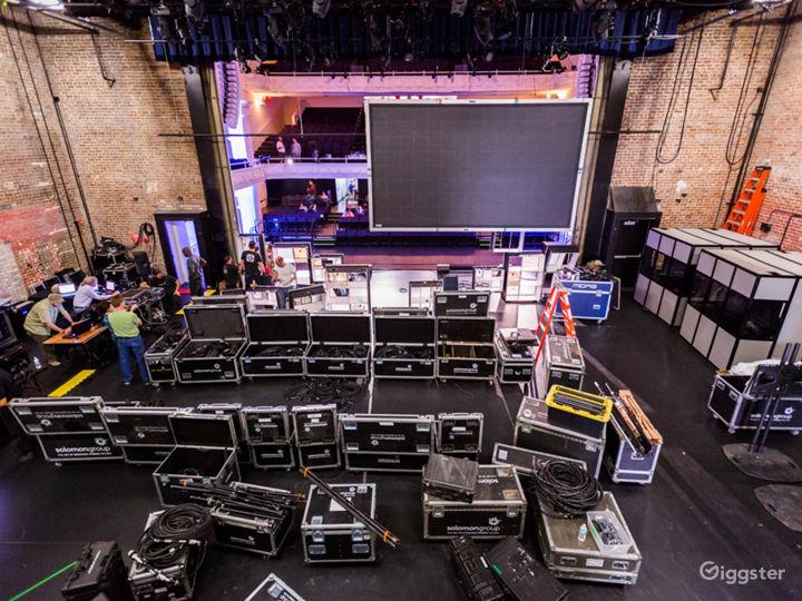 A Historic Theatre With a Pioneering Design & Sound Photo 2