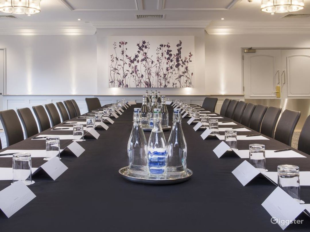 Medium-sized Meeting Room in Oxford Photo 1