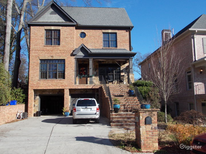 Large Brookhaven Home available for Filming