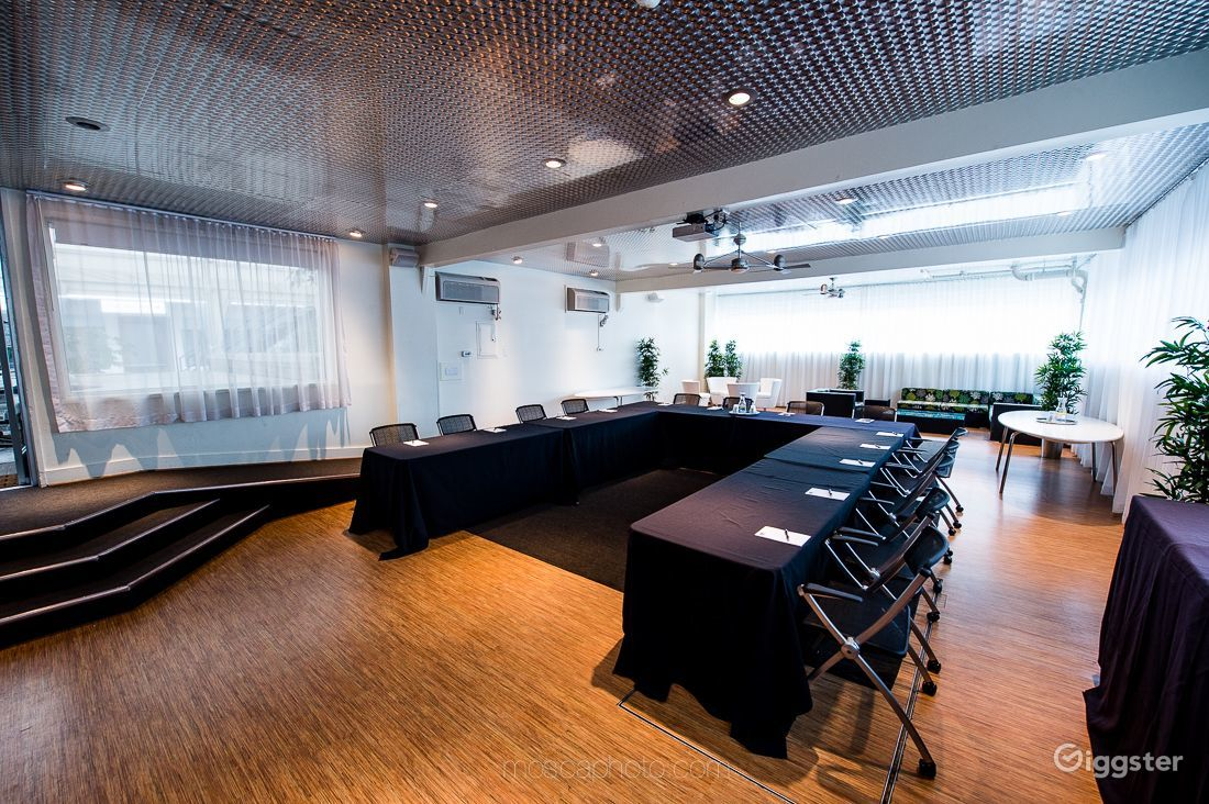 A naturally lit meeting room with lots of space Photo 1