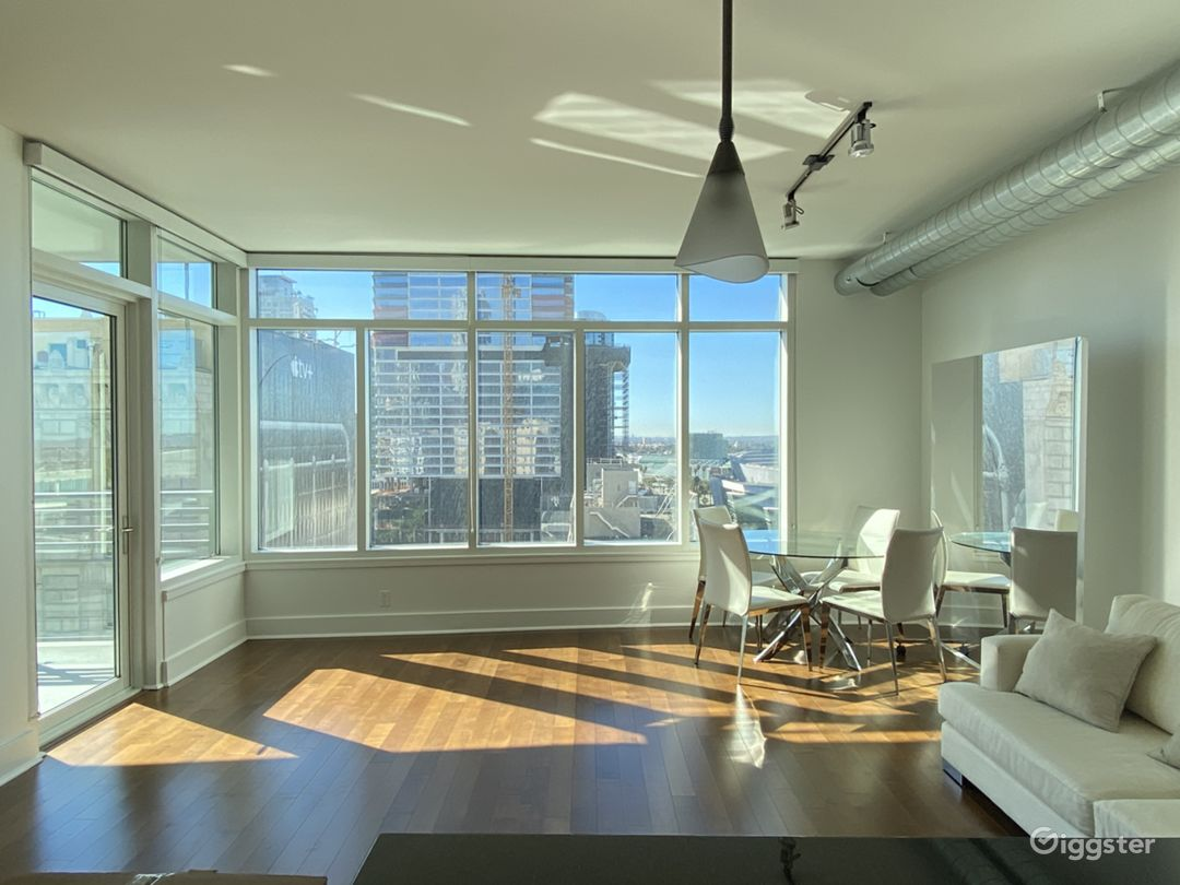 Luxury Modern Downtown Loft With Huge Windows Photo 1