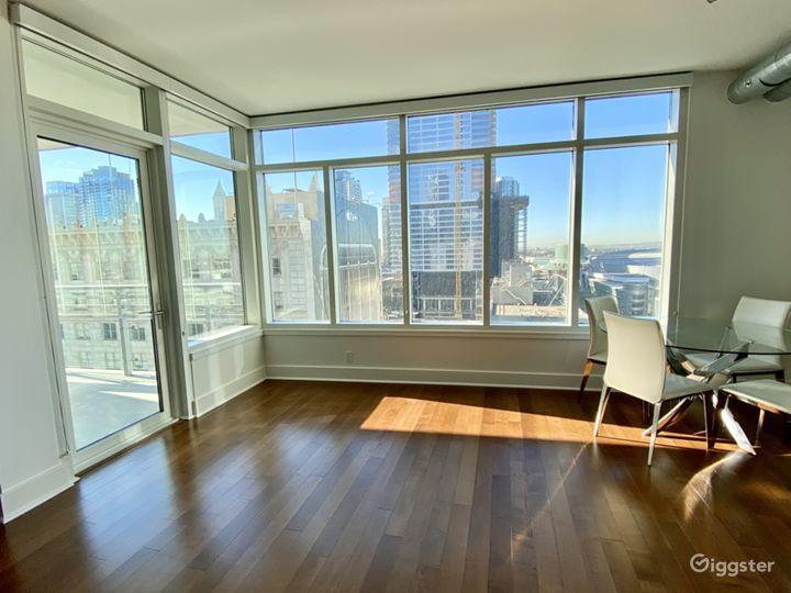 Luxury Modern Downtown Loft With Huge Windows Photo 2