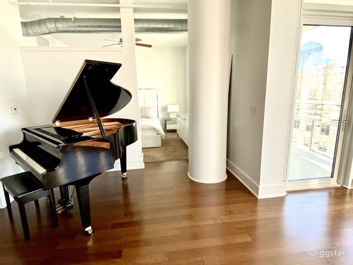 Luxury Modern Downtown Loft With Huge Windows Photo 3