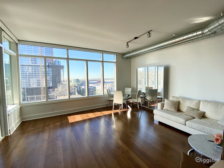 Luxury Modern Downtown Loft With Huge Windows Photo 5