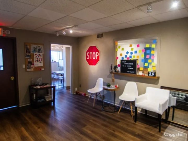 Creative Lounge Space Suitable For Classes & Workshops Photo 5