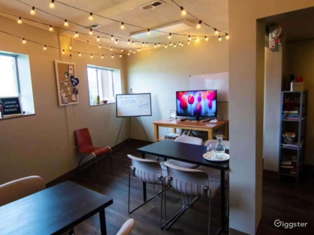 Creative Lounge Space Suitable For Classes & Workshops Photo 1
