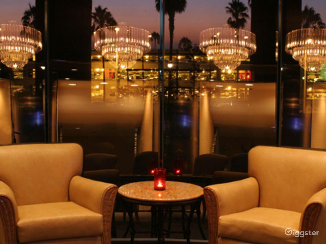 Comfortable Club Lounge Photo 1