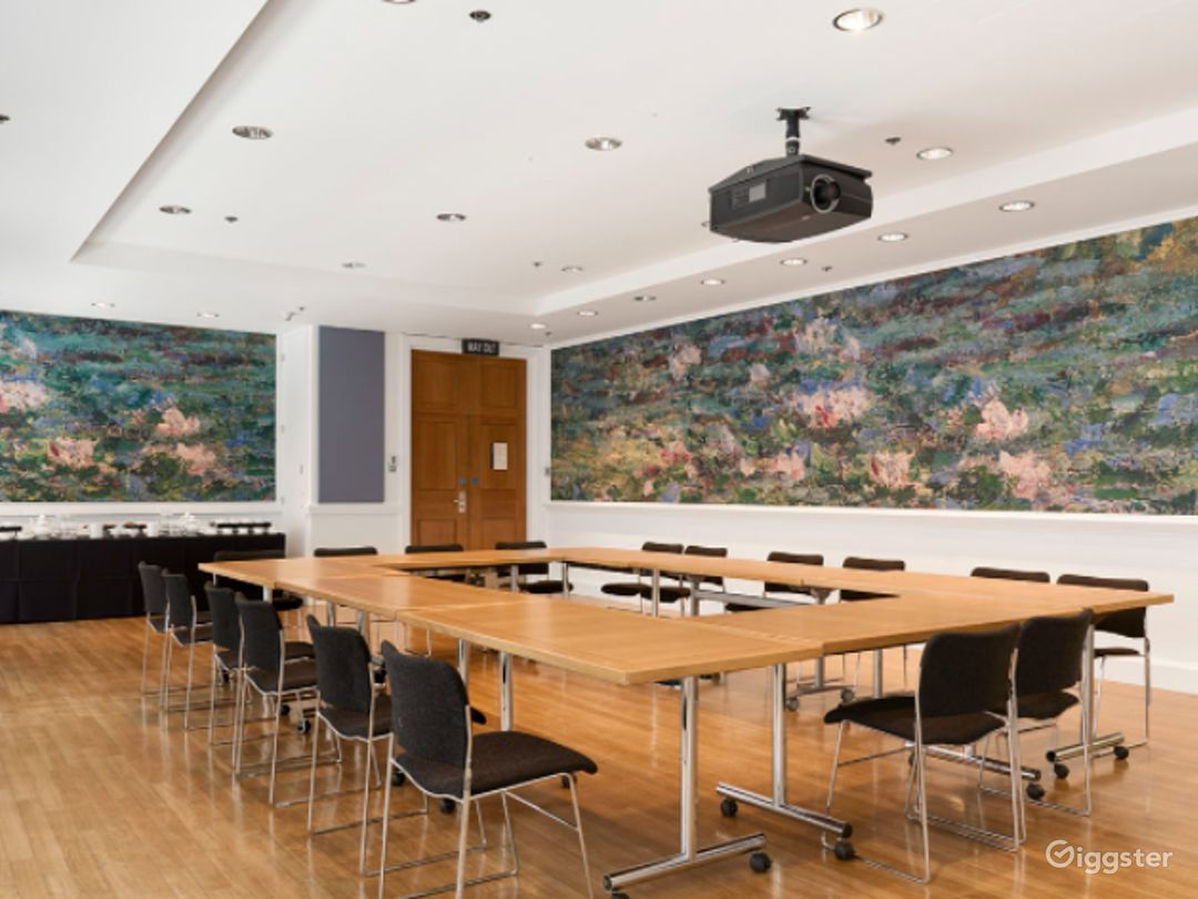 Monet Meeting Room in The National Gallery, London Photo 1