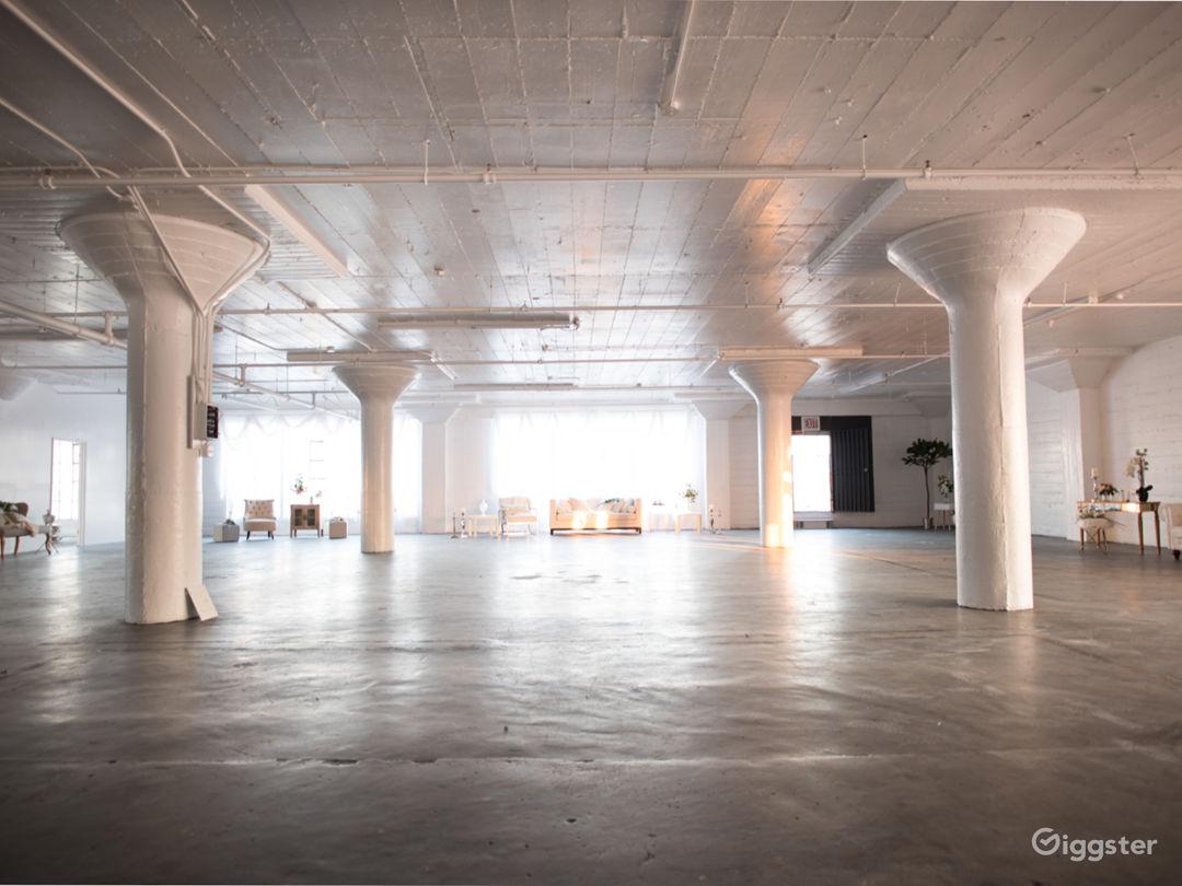 6000 Sq Ft DTLA Large Dreamy White Studio Photo 3