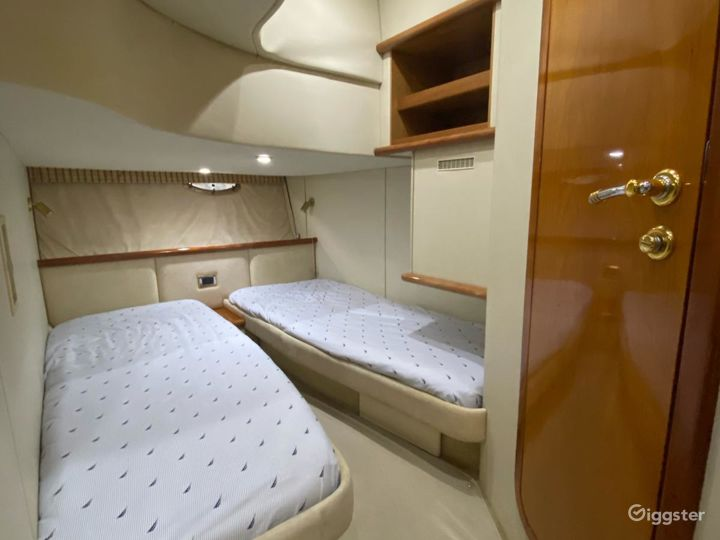 Remarkable 45FT SEA RAY SUNSEEKER Party Yacht Space Events  Photo 4