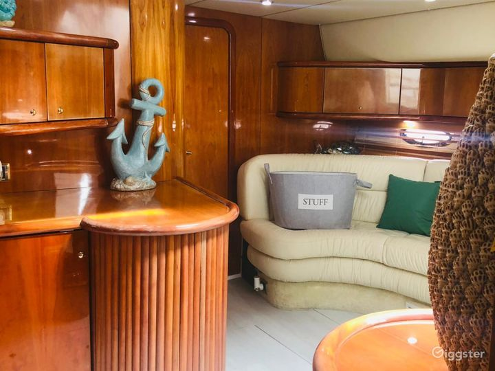 Remarkable 45FT SEA RAY SUNSEEKER Party Yacht Space Events  Photo 2